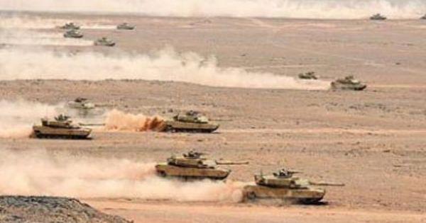 الحوثيون يجرون تدريبات عسكرية قرب الحدود اليمنية السعودية Http Democraticac De P 10656 Houthis Are Conducti Batallones Vehiculos Blindados Tanques