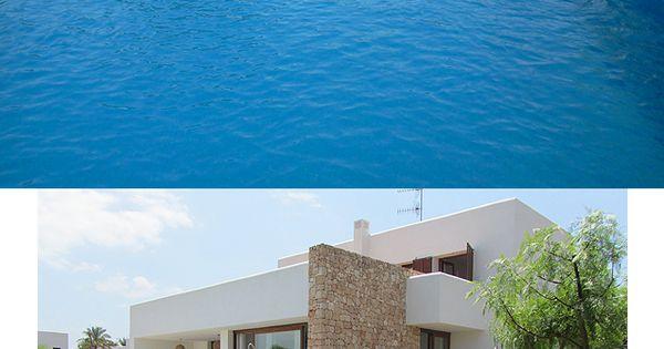 Casa con precioso jard n y piscina en el exclusivo for Casas con jardin y piscina