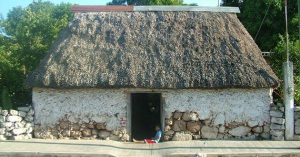 Casa yucateca tradicional, hecha de palma de guano y tierra. Foto ... | HISTORIA RELATOS CUENTOS DE YUCATAN | Pinterest