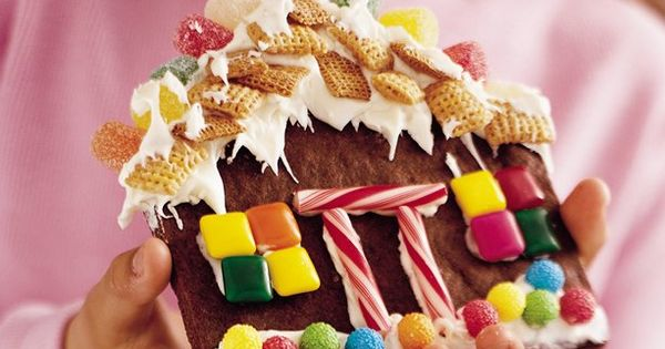 decorating flat gingerbread houses instead of time consuming 3-D houses; might be