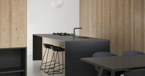 Apartment Design in der Küche mit Kochinsel in mattiertem Schwarz - küche mit kochinsel