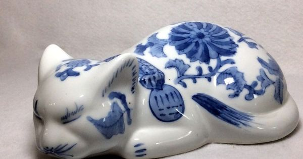 Vintage Chinese Porcelain Sleeping Cat Figurine Hand