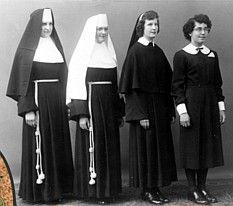 Zakony I Zgromadzenia Zakonne Na Swiecie Nuns Habits Catholic Catholic Faith