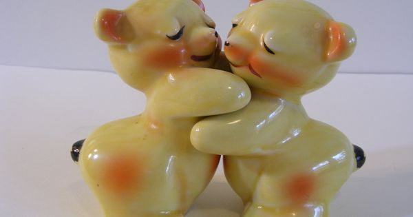 Bear hug shakers van tellingen salt and pepper pinterest bear hugs and salt pepper shakers - Salt and pepper hug ...