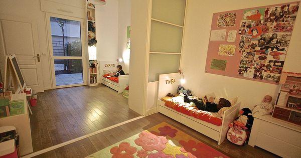 Chambre des jumelles avec cloison coulissante au milieu pour s parer la chambre en 2 chambre for Cloison chambre bebe