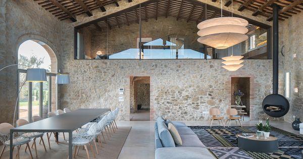 Dwell farmhouse in girona spain interieur interior for Decoracion casa girona