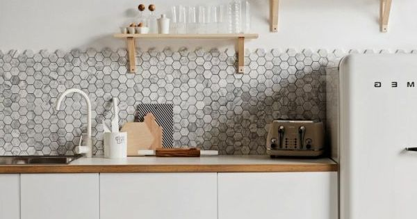 k che einrichtungsideen skandinavischer stil hellgraue mosaikfliesen k chen design pinterest. Black Bedroom Furniture Sets. Home Design Ideas