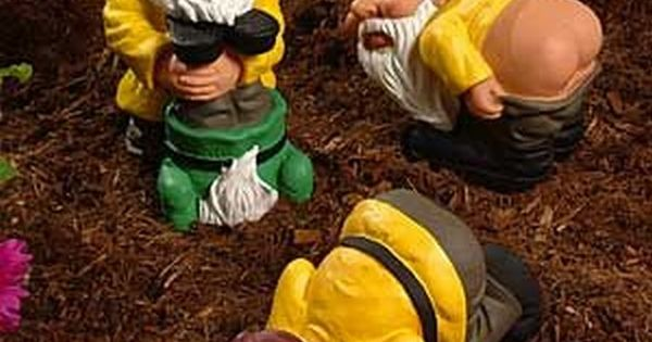 Strange and unusual garden gnomes 18 pics hahaha i want for Combat gnomes for sale