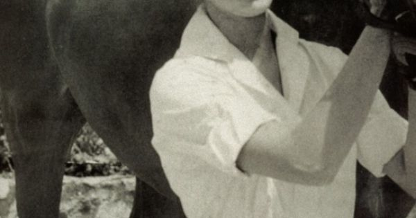 #Carolina http://markdsikes.com/2012/10/31/classic-carolina/ white blouse 2dayslook white style blousefashion www.2dayslook.com
