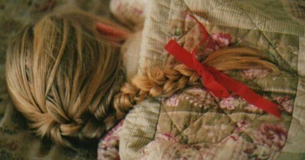 مؤلم عندما تشتاق لشخص تود محادثته تود الاطمئنان عليه تود إخباره بتفاصيل يومك ثم تتراجع لأنك تشعر بانه تغير ولم يعد يحتاج لسماعك Hair Memorandom About Hair