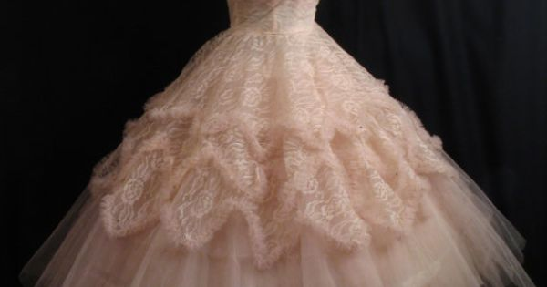 Another '50s dress confection. Le sigh, le swoon.