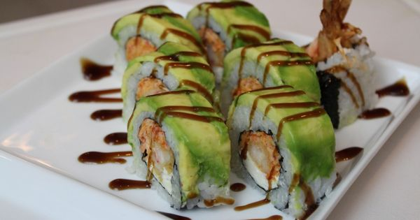 How to Make An Amer­i­can Dream Sushi Roll..I WOULD EAT SUSHI THIS