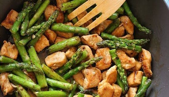Chicken & Asparagus Lemon Stir Fry -- 23 Healthy And Delicious Low-Carb