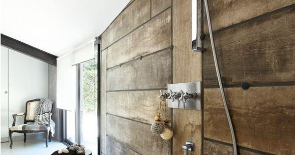 Carrelage effet planches de bois dans cette douche l for Carrelage douche italienne