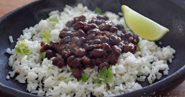 Quick and Delicioso Cuban Style Black Beans http://www.skinnytaste.com ...