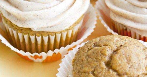 pumpkin pie cupcakes, nom nom nom.