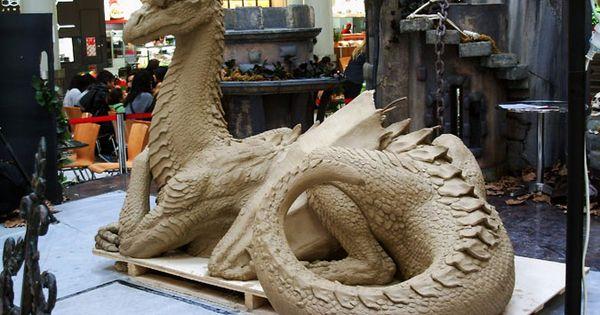 Auckland mall dragon day kim graham sculpture