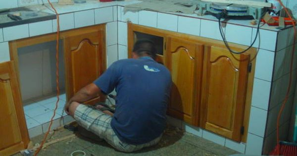 Puertas de madera en cocina de concreto cocina for Gabinetes en cemento