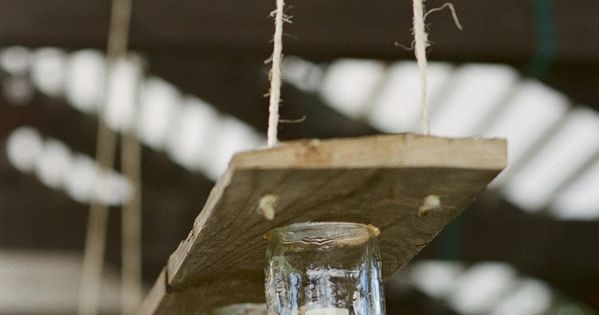 This is simple yet classy! Barn Wood Mason Jar Chandelier. DIY masonjars