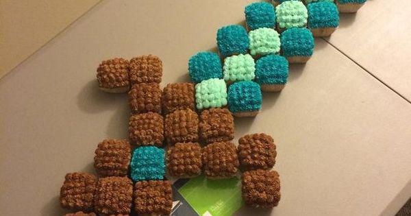 Torta de Cupcakes para fiesta Minecraft con forma de ...
