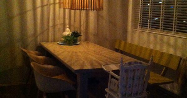 Onze grote eettafel met kuip stoeltjes en mijn diy gele eetkamer bank favoriet zijn de bamboe - Grote eetkamer ...