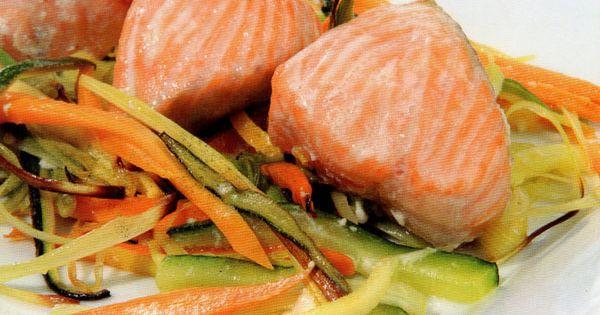 Receta de salm n con juliana de verduras en http www for Cocinar salmon