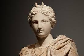En la mitología griega, Selene (en griego antiguo, Σελήνη Selếnê) era una  antigua diosa lunar hija de los titane… | Diosa de la luna, Selene diosa,  Mitología romana
