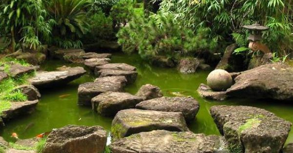 Pedras e o lago artificial para carpas lagos pinterest for Como hacer un lago artificial