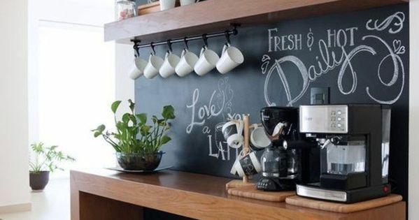 wohnungdeko schwarze tafel h lzerner tisch st hle pflanze. Black Bedroom Furniture Sets. Home Design Ideas