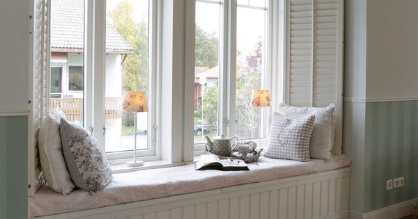 einbautruhe im erker zum kuscheln und lesen und stauraum. Black Bedroom Furniture Sets. Home Design Ideas