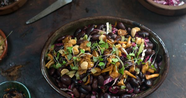 Newsletter love, and a wintery bean salad made with gorgeous Rancho Gordo ayocote negro beans, and pan-fried hedgehog mushrooms. You get crunch from toasted alm