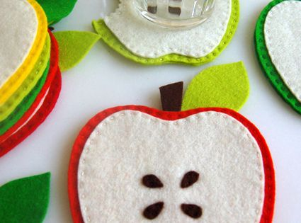 Felt Apple Coasters... Great Teacher Gift Idea!