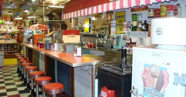 Omaha fairmont antiques mercantile old fashioned soda for Old fashioned ice cream soda fountain