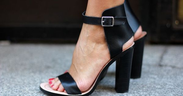 Lace up sandals - photo