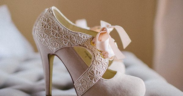 vintage shoes! LOVE! Why can I always find wedding shoes I love