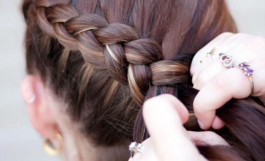 Katniss Everdeen Hair Braid tutorial ((This is by Makeup Geek-MUG-and she has