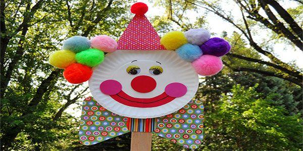 Lavoretti di carnevale pagliaccio con piatti di carta e for Idee per decorare un aula di scuola