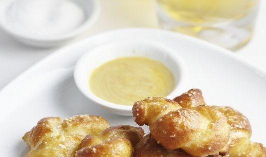 Mini Soft Pretzel Bites via @Paula mcr mcr mcr - bell'alimento