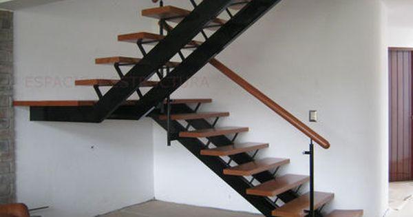 Escalera en u / estructura de metal / peldaño de madera / con ...