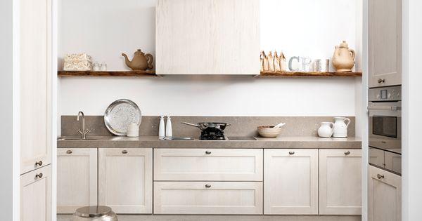 Het opvallende robuuste werkblad schittert in deze keuken evenals de kastenwanden aan de - Keuken wit hout werkblad ...
