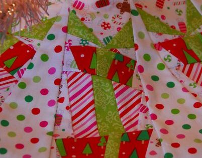 Christmas candy tree skirt DIY by All Things Belle on Cutting Corners
