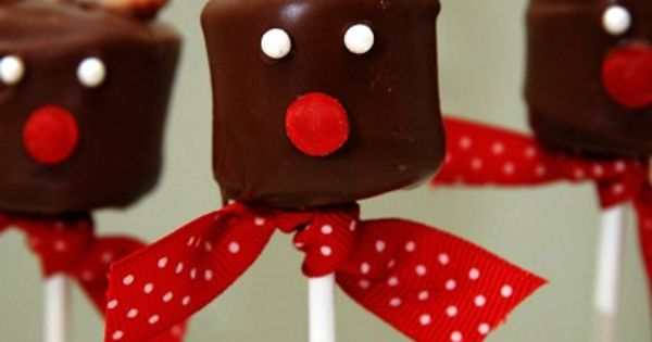 Wonderfully cute Reindeer Marshmallow Pops. pops Christmas food candy marshmallows chocolate pretzels
