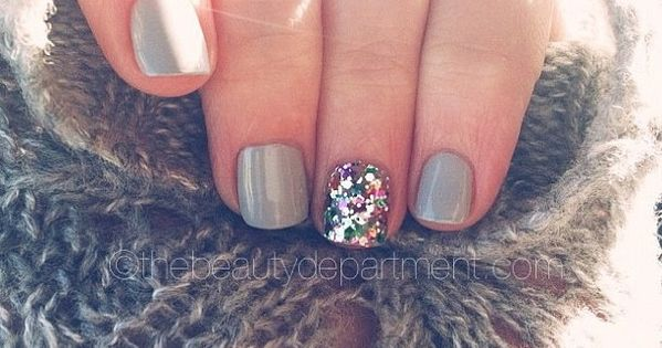 Winter glitter accent nail