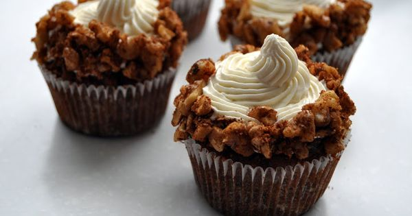 Carrot cake cupcakes, Fluffy cream cheese frosting and Carrot cakes on ...