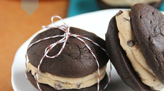 Chocolate Chip Cookie Dough Whoopie Pies @Nathalie Benito Montecchi Bearden Drama Tienda