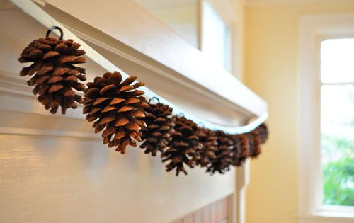 Pinecone Garland: 25 Best Fall Crafts
