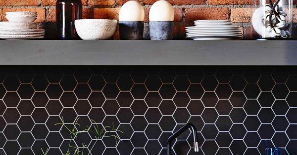 cr dence nid d 39 abeille hexagonal noir house pinterest hexagones carreaux noirs et murs. Black Bedroom Furniture Sets. Home Design Ideas