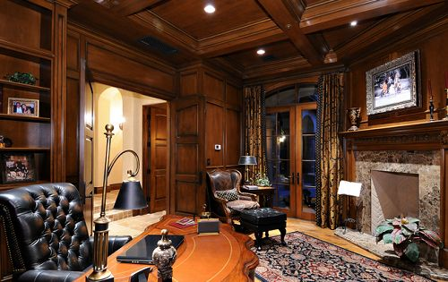 Man Cave In Spanish : I could work well in here stunning real estate