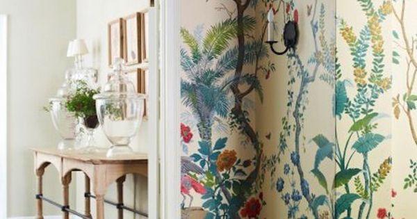 D co maison printani re l aide des papiers peints en for Papier peint entree maison