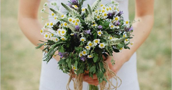 Memory Making Bouquet Recipe filled with aromatic herbs sure to kick-start your memory maker. Bouquet by Cedarwood Weddings photography by Kristyn Hogan.